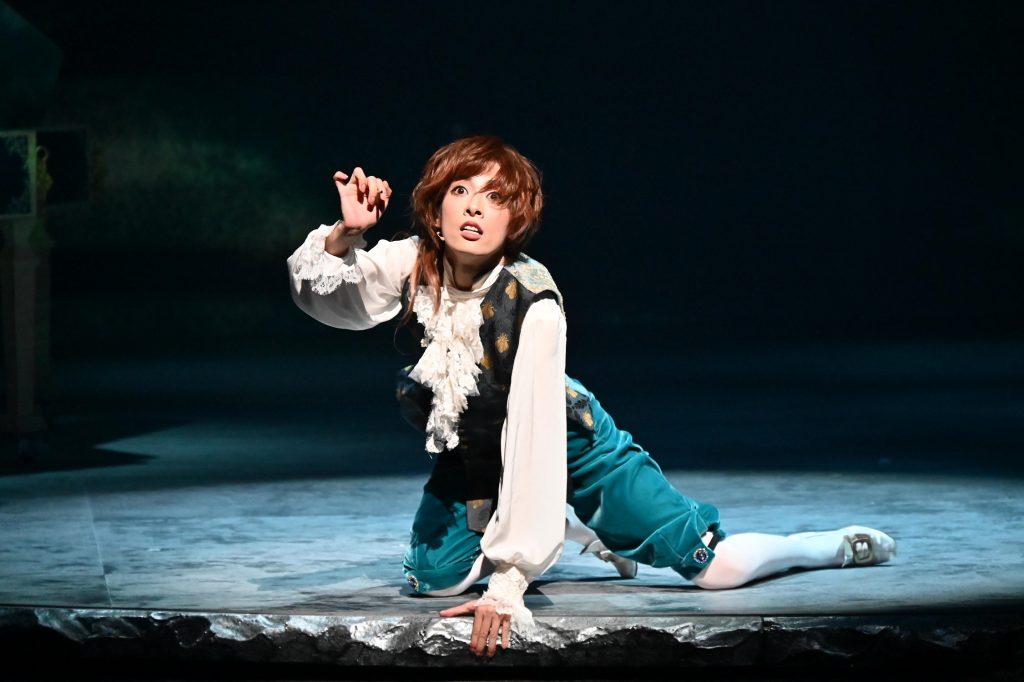 明日海りお主演ミュージカル『マドモアゼル・モーツァルト』開幕レポート