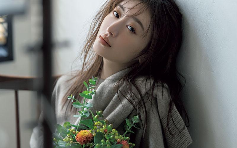 女優・松本まりかさん「服選びは、他人じゃなくて『自分にモテるか』が基準」!?